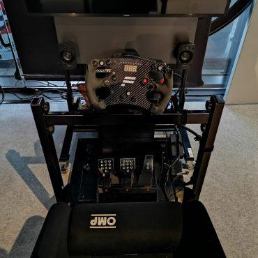 Full Motion Rennsimulator 11